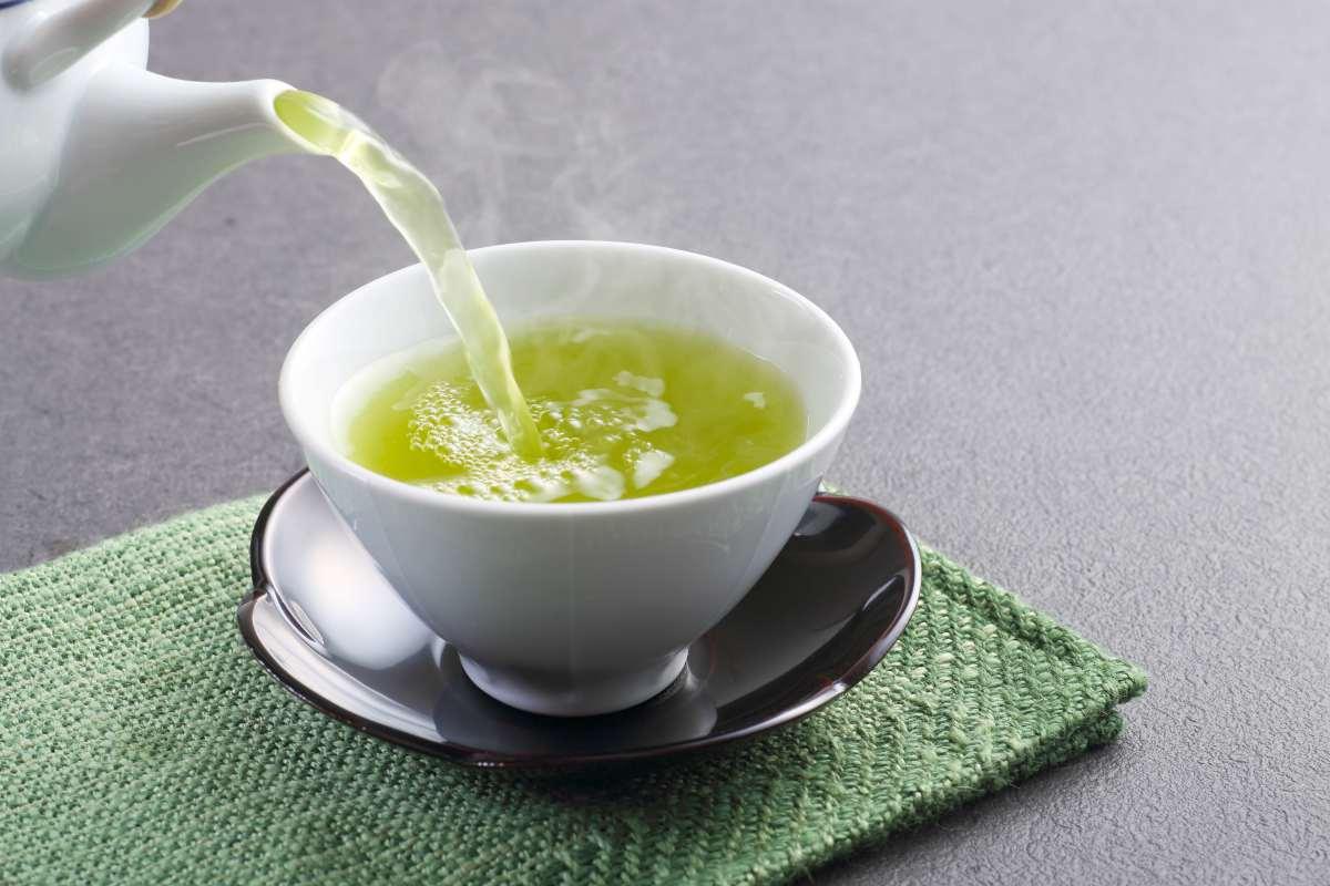 pouring green tea from kettle | BRAIN TEA: Teas To Drink That Boost Brain Health | brain tea | focus tea