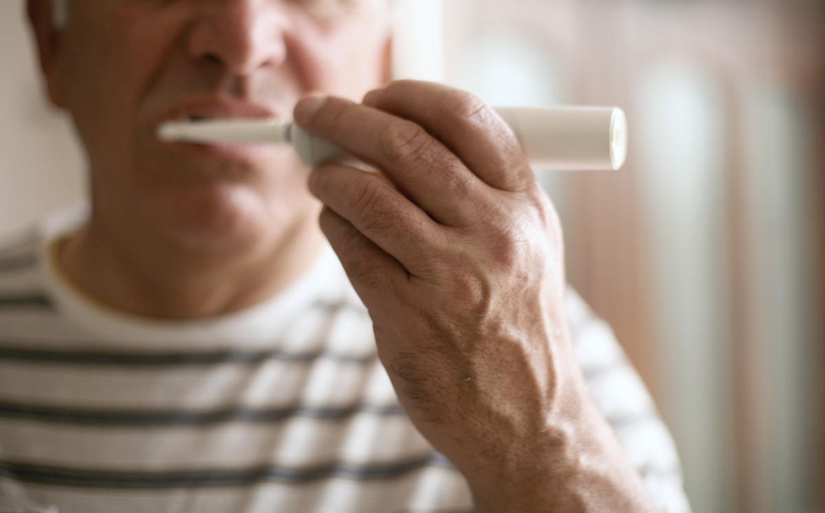 senior man brushing his teeth | How To Maintain Healthy Teeth And Gums (In Your 30s, 40s, and 60s) | healthy gum | how to take care of your teeth
