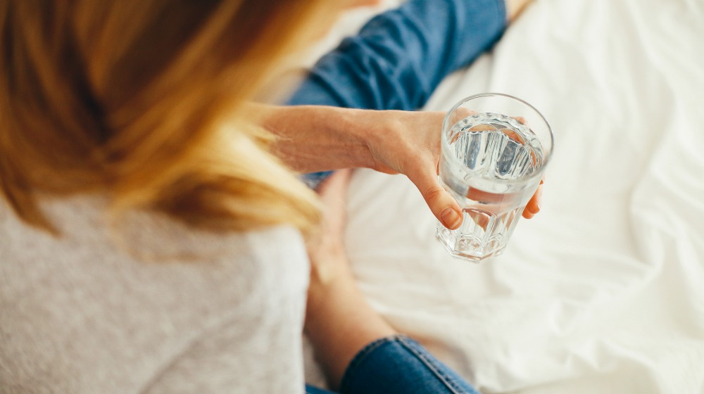 woman holding glass of water | Healthy Eating Tips This Winter [INFOGRAPHIC] | healthy eating tips winter | winter food